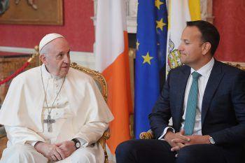 Papst Franziskus mit dem irischen Premier Minister Leo Varadkar. Foto: APA