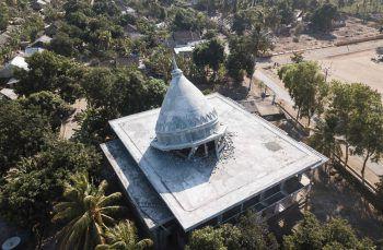 <p>Sugian. Zerstört: Dieses Bild zeigt eine Moschee nach dem Erdbeben auf der indonesischen Insel Lombok. Fotos: AFP, Reuters, AP</p>