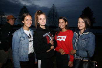 """<p class=""""caption"""">Vanessa, Steffanie, Denise und Fabienne.</p>"""