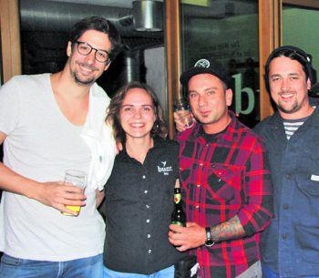 """<p class=""""caption"""">Alex (Die Limomacher), Claudia, Nani Mock (Bunt Bar) und Simon (Rapture Surfcamps).</p>"""