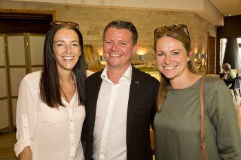 "<p class=""caption"">Annemarie Simma (Adler Au), Jakob Handler (Pfanner & Gutmann) und Michaela Simma (Hotel Roessle Au).</p>"