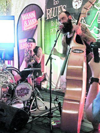 """<p class=""""caption"""">Die Band """"DeadBeatz"""" sorgte für die musikalische Unterhaltung.</p>"""