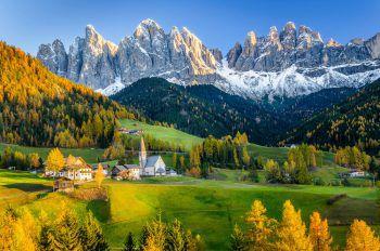 Die traumhafte Landschaft der Südtiroler Bergwelt ist besonders im Herbst sehr beeindruckend. Foto: handout/ NKG Reisen, alpegor-Fotolia