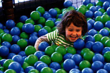 """<p class=""""caption"""">Hier warten Spaß und Action auf die Kids.</p>"""