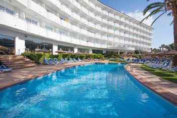 "<p class=""caption"">Modernes Ambiente mit Pool bietet das Hotel Grupotel Maritimo**** auf Mallorca.</p>"