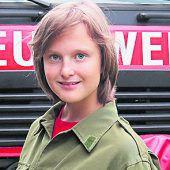 """<p>Lena, 12, Gurtis: """"Ich finde es gerade als Mädchen cool, bei der Feuerwehr zu sein, weil ich dann den Jungs zeigen kann, was ich eigentlich so drauf habe. Die Übungen machen mir sehr großen Spaß und bei den Proben haben wir immer etwas zum Lachen.""""</p>"""