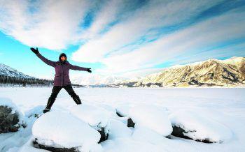 Sarah in den Weiten der unberührten Natur im Nordwesten von Kanada. Fotos: handout/Marco Herzberger