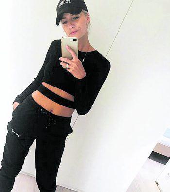 "<p>Selfie: Lena Gercke mit einem Spiegelselfie vor den ""The Voice of Germany"" Dreharbeiten.</p>"