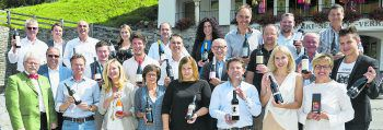 Sommelier-Präsident Willi Hirsch und Walter Pfanner mit Winzern bei der Weindegustation im Hotel Krone. Fotos: Mathis Fotografie, handout/Pfanner & Gutmann