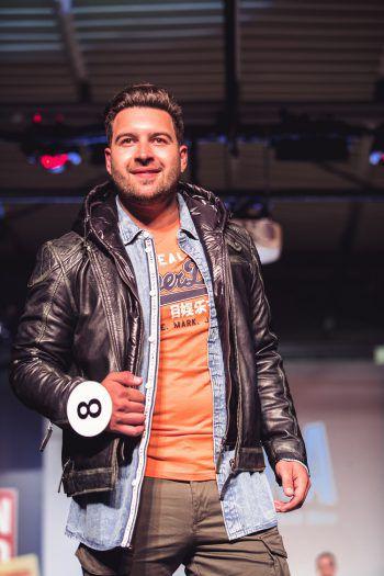 "<p class=""caption"">Alberto in den Trends der Saison.</p>"