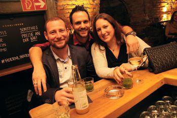"""<p class=""""caption"""">Barchef Rene (Mitte) versorgte die Gäste mit feinsten Drinks.</p>"""