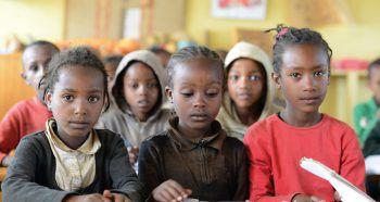Bereits drei bis fünf Euro sind ausreichend, damit ein Kind in der Region Awasa in Südäthiopien ein Jahr lang in die Schule gehen kann.Fotos: handout/Michael Zündel