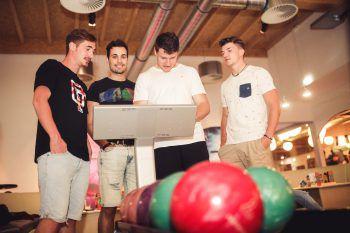Bowlen verspricht jede Menge Spaß und kann in geselliger Runde gespielt werden.