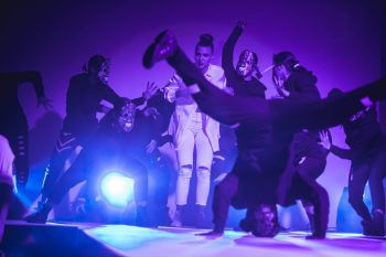 "<p class=""caption"">Breakdance von MOVE4STYLE.</p>"