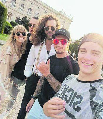 <p>City Trip: Mountainbiker Elias Schwärzler grüßt seine Fans mit einem Selfie aus Wien.</p>