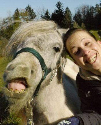 Daniela und ihr ehemaliges Pony Finn.