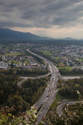 Der Auffahrunfall in Bregenz sorgte für zähflüssigen Verkehr.Symbolfoto: Steurer