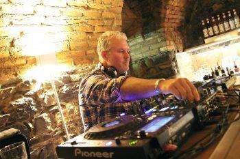 """<p class=""""caption"""">Der DJ im Club sorgte für den musikalischen Rahmen.</p>"""