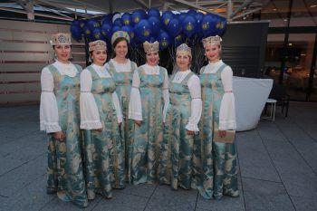 "<p class=""caption"">Die sechs Damen vom A-Capella-Ensemble Slavjanka.</p>"