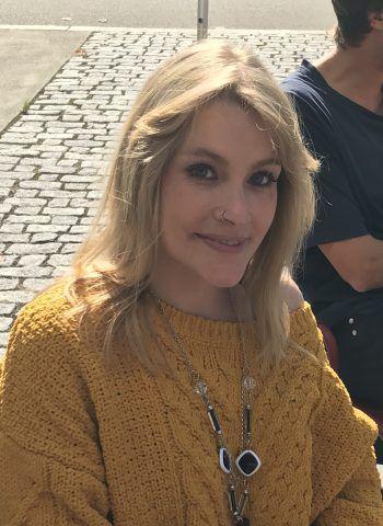 """Franziska, 26, Lustenau: """"Ich finde es überhaupt nicht gut, dass die Regierung gleich zu Beginn ihrer Amtsphase das generelle Rauchverbot gekippt hat. Abgesehen davon, habe ich auch das Gefühl, dass bei der Regierungsarbeit viel Stillstand herrscht."""""""