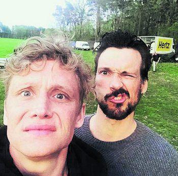<p>Grimasse: Matthias Schweighöfer mit Kollege Florian David Fitz.</p>