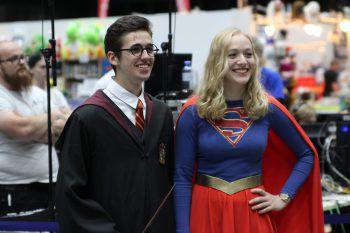 "<p class=""caption"">Harry Potter und Supergirl.</p>"