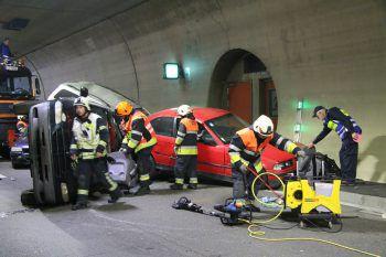 Im Einsatz waren die Feuerwehren Bregenz Rieden, Lochau, die Rettungsabteilung Bregenz und die Rettungsabteilung Lindau, die Asfinag und die Polizei. Fotos: VOL.at/Pletsch