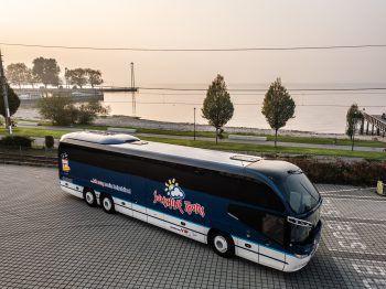 """<p class=""""caption"""">Im Bus von Sunshine Tours sollten keine Wünsche offen bleiben.</p>"""
