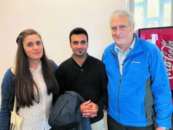 Kämpften bis zum Schluss: Laura Melzer, Qamar Abbas und Norbert Loacker (ÖGB) während einer Verhandlungspause im BVwG Linz (v.l.n.r.).Foto: handout/Melzer