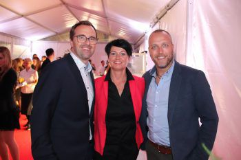 "<p class=""caption"">Markus und Petra Kirschner mit Bernd Marte (Mohrenbräu).</p>"