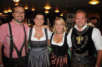 """<p class=""""caption"""">Markus und Petra Kirschner mit Moni und Wolfgang Posch.</p>"""