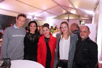 "<p class=""caption"">Matteo und Sabrina Miessgang mit Katharina Schneider, Carina Oberhauser und Michael Ritzinger.</p>"