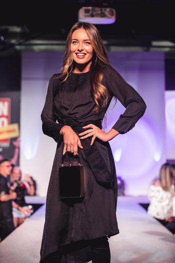 """<p class=""""caption"""">Miss Austria Izabela Ion zeigte sich von ihrer schönsten Seite in den aktuellen Mango-Outfits.</p>"""