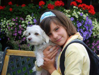 """<p class=""""caption"""">Natalie, mit ihrem besten Freund Jimmy.</p>"""