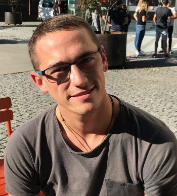 """<p>Roman, 23, Dornbirn: """"Ich denke, es gibt bei uns wenig Einkaufsmöglichkeiten für ökologisch und nachhaltig hergestellte Mode. So ein Laden wäre toll! Außerdem würde ich mir noch mehr Kleinhändler wünschen.""""</p>"""
