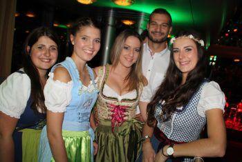 "<p class=""caption"">Saskia Heel, Tamara Berchtold, Selina Mathis und Sabrina Düringer (W&W) mit Stefan Kolhaupt.</p>"