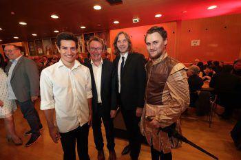 """<p class=""""caption"""">Sebastian Reis, Dirigent Nikolaus Schatz, Regisseur Norbert Meodek und Clemens Goriup.</p>"""