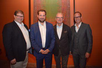 """<p class=""""caption"""">Stadtrat Arno Gächter mit Christian und Wilhelm Otten und Bürgermeister Dieter Egger.</p>"""