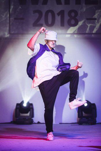 """<p class=""""caption"""">Tobias packte coole Dancemoves aus.</p>"""