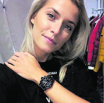 <p>Up To Date: Lena Gercke freut sich über ihre erste Smartwatch.</p>