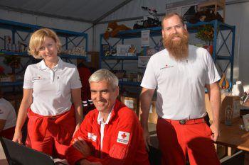 """<p class=""""caption"""">Verkauften Lose: Heidi und Ronald Faulhaber und Matthias Mäser.</p>"""