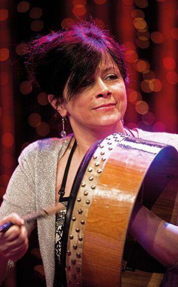 "Als Teil des ""New Road""-Ensembles mit dabei: Cathy Jordan. Foto: Wolfgang Gonaus"