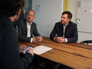 Andreas Schieder im Gespräch mit WANN & WO-Redakteur Harald Küng. Mit dabei: SPÖ-Landesparteivorsitzender Martin Staudinger. Foto: WANN & WO