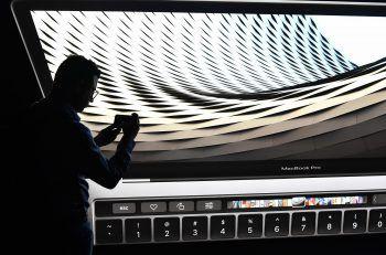 Apple räumt technische Probleme bei iPhone X und MacBook Pro ein. Foto: AFP
