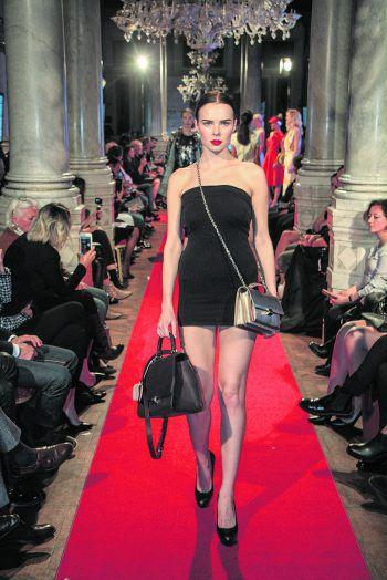 Auf der von der WKÖ organisierten Fashionshow präsentierten österreichische Designer ihre neuesten Kreationen – so auch Mike Galeli seine handgefertigten Ledertaschen.