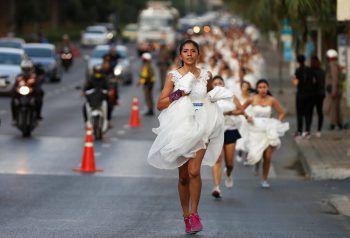 """<p>Bangkok. Schnell: Zahlreiche Frauen nehmen am """"Rennen der Bräute"""" in Bangkok teil.</p>"""