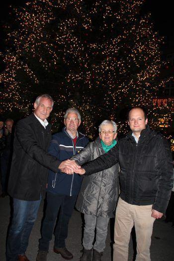 Bgm. Markus Linhart, Peter und Genovefa Feurle, Bgm. Egmont Schwärzler.
