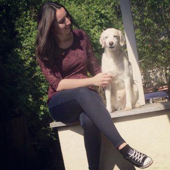 """<p class=""""caption"""">Bianca (23) und Hund Speedy.</p>"""