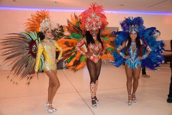 """<p class=""""caption"""">Brasilianische Sambatänzerinnen heizten während des Ballabends die Stimmung an!</p>"""