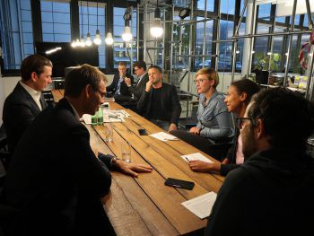 Bundeskanzler Sebastian Kurz und LH Markus Wallner mit den W&W-Redakteuren Anja Förtsch, Harald Küng und Trainee Leonie Vierlinger. Foto: W&W